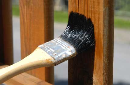applying wood finishing
